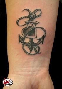 wink-tattoo-blackgrey-anker