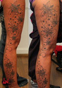 wink-tattoo-blackgrey-blumen-bein