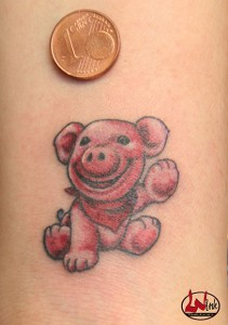 wink-tattoo-colour-schwein