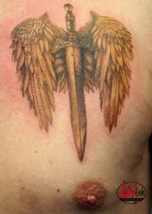 wink-tattoo-schwert-mit-fluegel